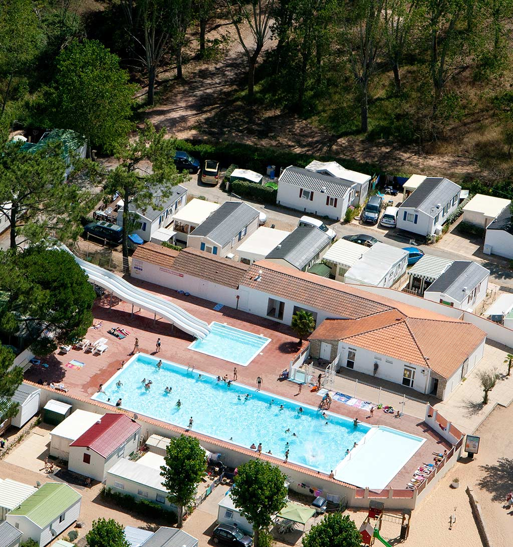 vue aérienne de l'espace aquatique du camping