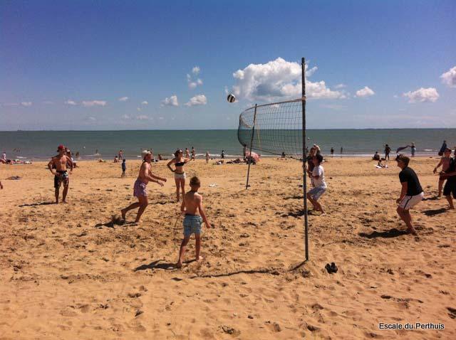 volley ball sur la plage de La Tranche sur Mer