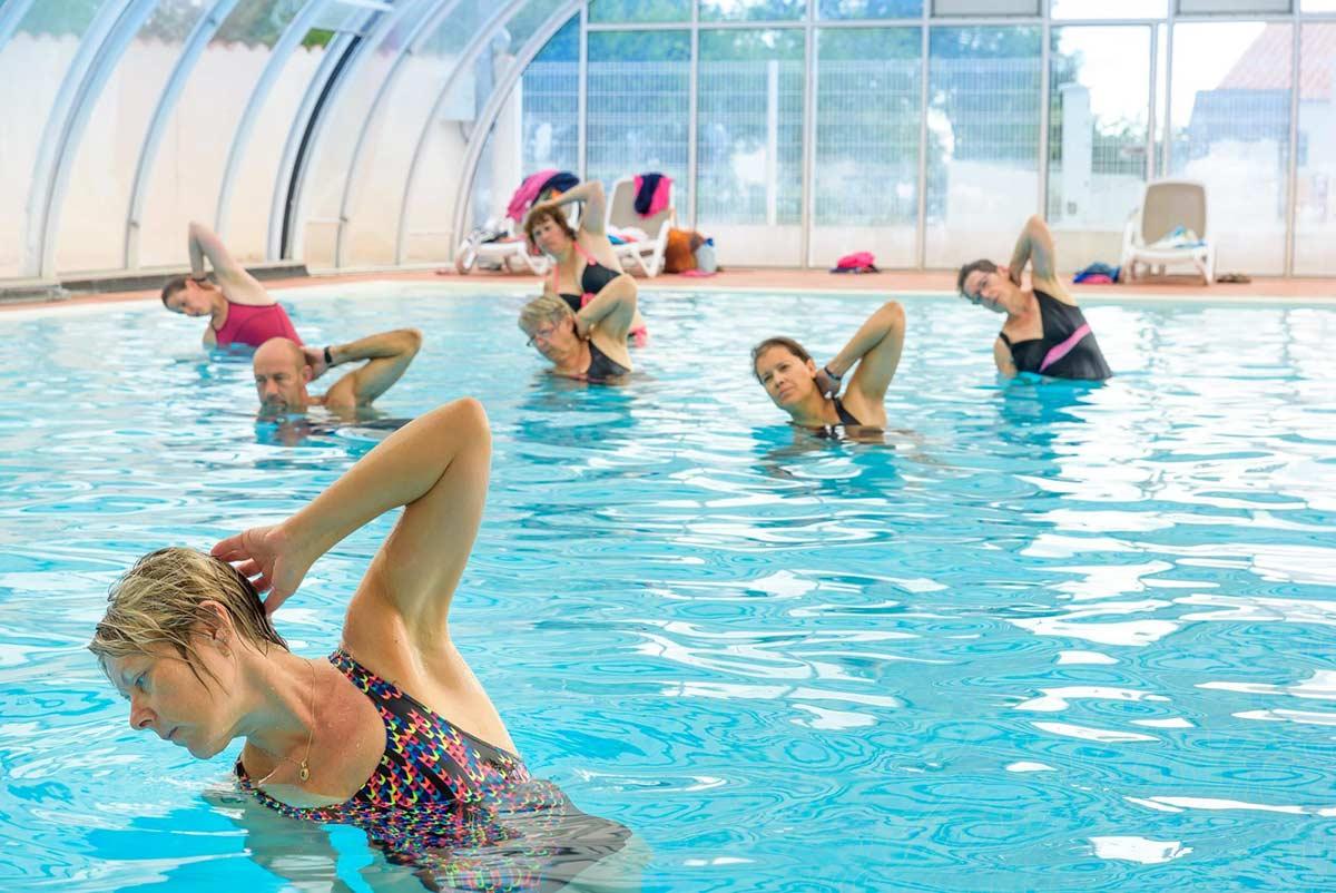 aquagym dans la piscine couverte
